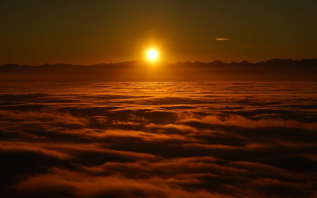 Puesta de sol entre las nubes